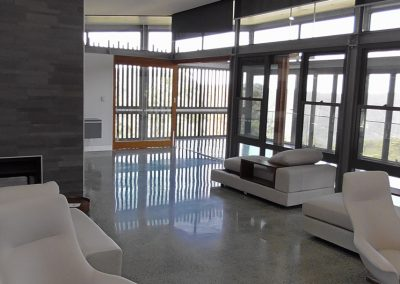 ultimate_floors_custom-hiperfloor-polished-concrete-totally-mad-reflection-at-400-uf-resin-bond-1080x607-at-1x